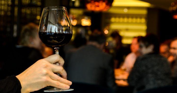 Le gouvernement du Québec serre la vis contre les bars